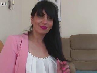 3d动画的色情视频怪物成熟的阿拉伯妈妈有2个女孩业余吹箫