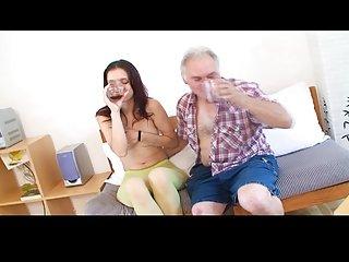业余下载色情影片的小女孩接收的成人网络摄像头交换业余的