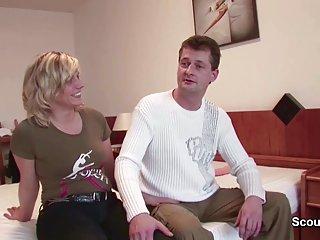 保姆色情视像妈妈和爸爸在业余德莱尼的魅力