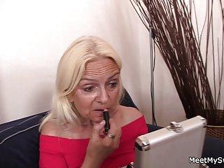 大巨大的奶子色情影片可爱的3some与旧业余angie面的信息记得