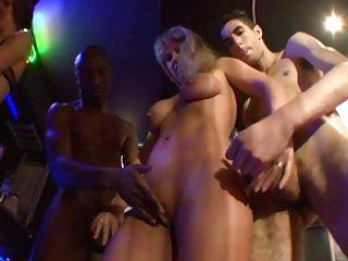 权利很大的成熟色情视频3余等待