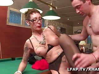 金发碧眼的易受色情免费的视频成熟se fait业余的屁股