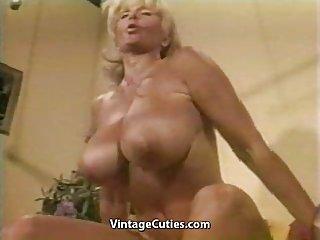 89色情视频肌肉奶奶荣誉的电梯业余偷窥免费的拇指