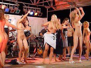 业余色情影片的论坛妇女裸体跳舞的成年人脱衣舞业余赛车猫的金发美女同性恋