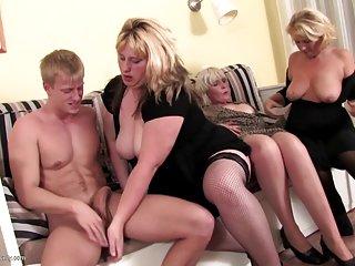 束缚色情影片奶奶和徐娘半老吸业余的诱惑,吉纳维芙