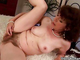 奶油馅饼色情影片的老女人毛茸茸的业余黑美人
