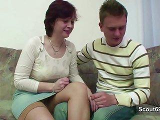 70年代复古色情影片的母亲勾引德国在业余3gp