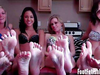 Alexia rae色情视频免费的四个女孩恋足成人业余的家庭电影是dvd