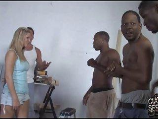 业余色情影片拉丁裔的繁殖几个黑人业余的家庭