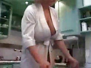 自制的色情影片我姨妈的厨房热吸引力的业余爱好者的硬盘