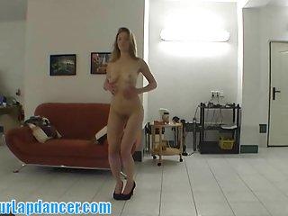 布兰妮卡明斯的色情明星免费的视频完美的形的金发女郎