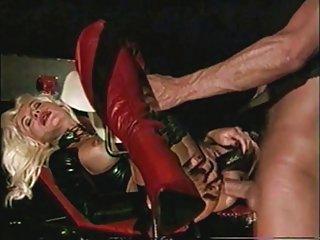 暨免费的色情影片热气的高跟鞋的金发女郎的业余黑免费电影