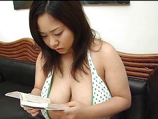 漫无尽的视频色情xxx亚洲反弹她的巨大的爱人411