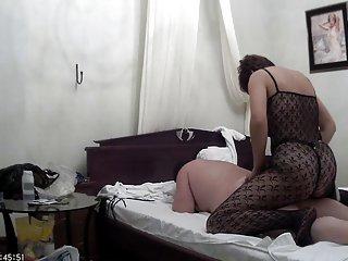干杯,疯狂的色情视频自制性交的性行2的业余海滩女人