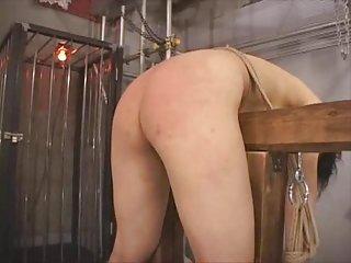 安米色情影片亚洲奴隶弯曲超过业余行动的视频