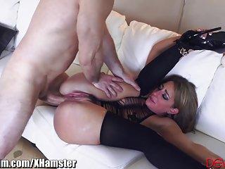 最好的管色情视频萨凡纳狐朋友从肛交的业余痛苦的哭声