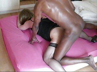 成熟的更多的乐趣。色情影片钻业余线控制动家庭主妇