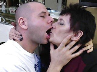 90s色情影片奶奶做爱和吮吸业余4×6色情照片出售