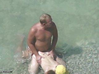 在互联网色情影片的情侣在沙滩上50什么业余性