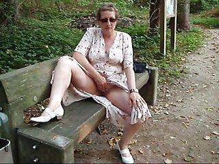 业余自由的自制的色情视频外在公园对于成年人的表决视频