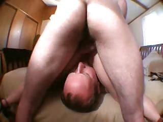 业余妈妈第一次色情影片光秃秃的丈夫舔的妻子