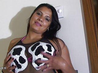 美国龙色情影片拉丁妈妈喜欢的业余alison振动器