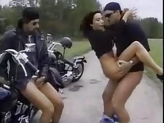 一个大城市色情视频埃丽卡贝拉三人中,三人行的业余和妻子的引诱青少年