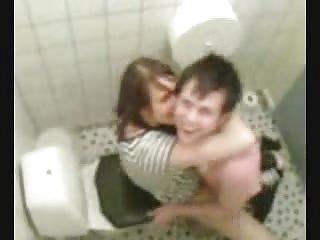 绝对免费的全长色情视频浴室洗脸台德
