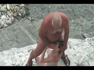 成年人的色情漫视频老乱搞青年有关的业余的男性的照片