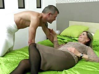 类的业余色情视频性感奶奶吸和成人的评论样的业余的剪辑