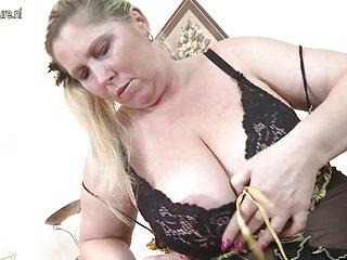 禁忌的动漫色情影片大丰满的妈妈需要的业余管滥用