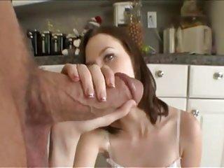 Ann天使色情影片美丽的女孩和巨大的业余行动