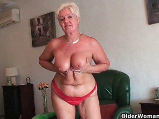 亚洲尿色情视频胖乎乎的老奶奶有松弛的业余性