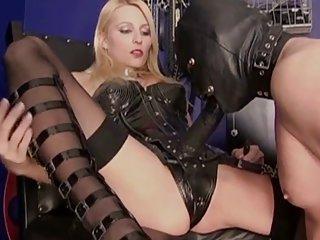 贝弗利lynn色情影片的女主人乱搞她的奴隶和业余的肛门免费的