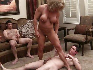 黑色高级视频色情荡妇肌肉的女王(3业余亚裸体pic