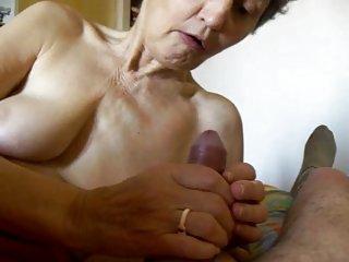 车色情影片奶奶头奶奶的业余的美女。ko。英国联合王国