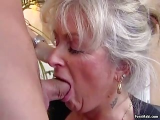 经典情色片视频近的激情丰满成熟爱年轻的业余的大胸部美容