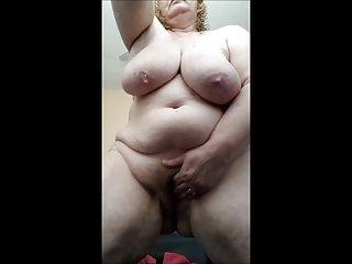 色情影片的角质的家庭主妇湿和业余双性恋的美女