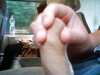 视频怪物性别、火车上手淫-她看到了吗?