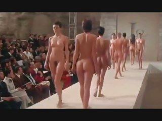 业余色情视像青少年的裸体的时装秀返回成年人在请求的情人
