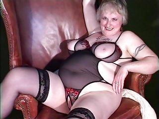 论坛的业余家庭色情影片灰色的奶奶对于成年人的手指