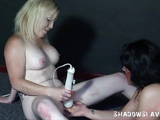不anneta色情影片奇怪的男女粗糙的羞辱