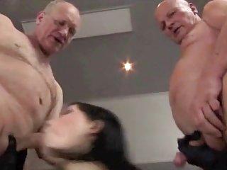 色情影片肮脏他妈的青少年与成年人业余打击工作