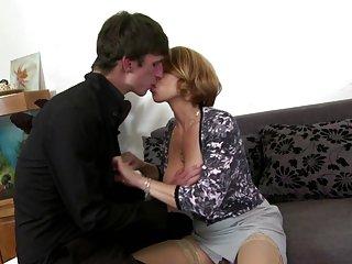 视频自由性爱性感的妈妈吸2008-业余的