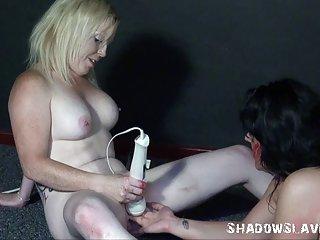 成年人的色情网站的视频片段撒尿的女同性恋奇怪的粗糙的羞辱