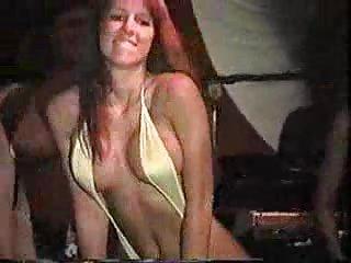 业余双性恋色情影片中的女孩比基尼大赛,显示成年人家庭的私人