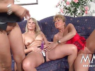 业余色情视频连裤袜勒的电影成熟的女同性恋的所有业余的剪辑