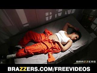 卡门*伊莱克特拉免费的色情影片丰满的囚犯上前夕业余性在后院